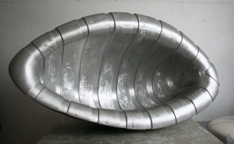 Gliemežvāks, 2009. Alumīnijs. 58X106X42 cm.