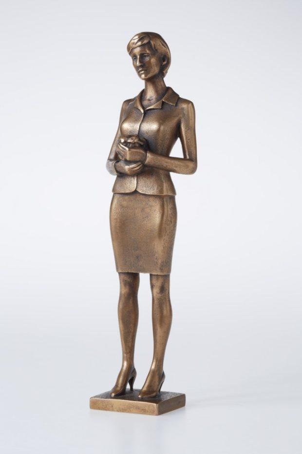 Princese Diāna, 2012. Bronza. 31x8.5x6 cm Autores īpašums.