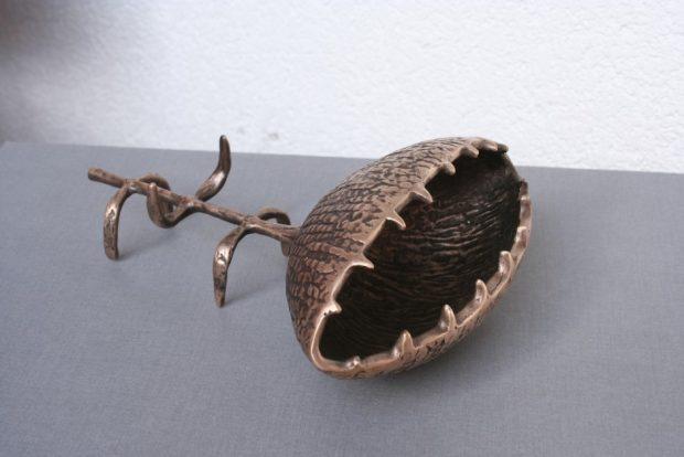 Puķe, 2007. Bronza. 25x18x9 cm. Autores īpašums.