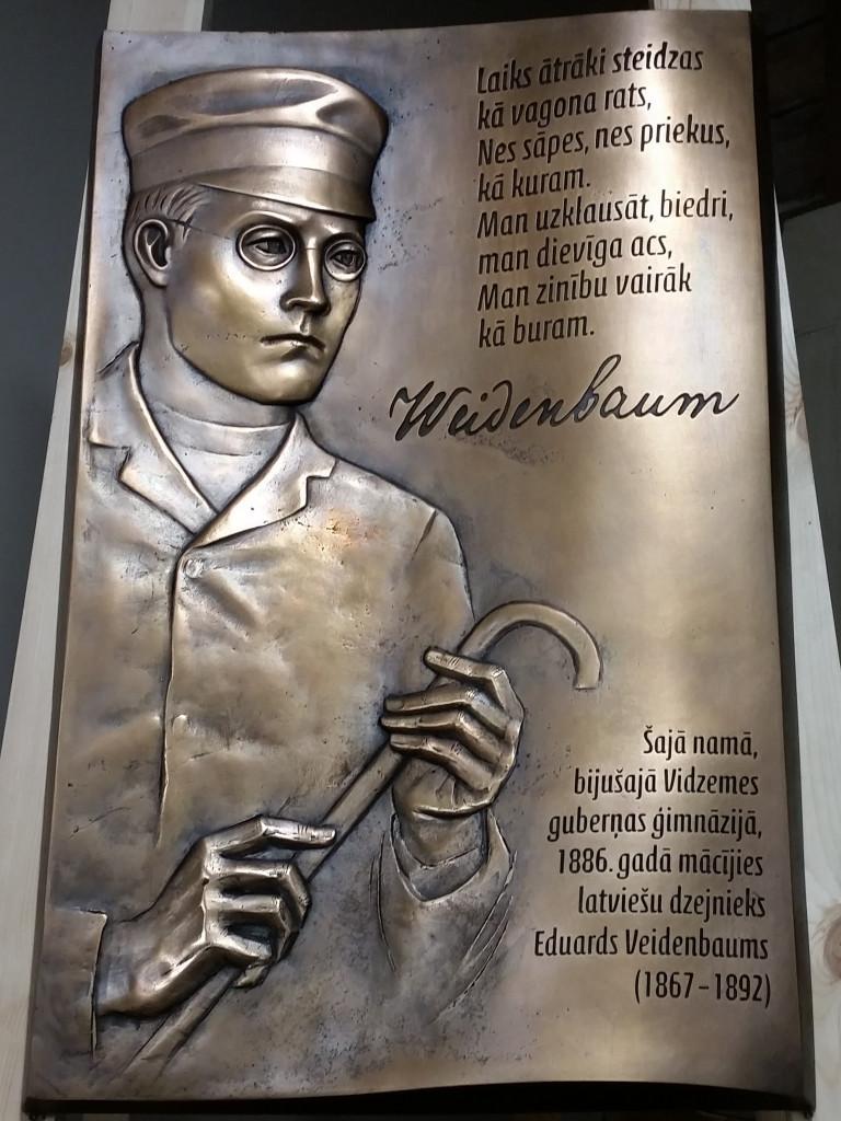 Dzejnieka Eduarda Veidenbauma piemiņas plāksne