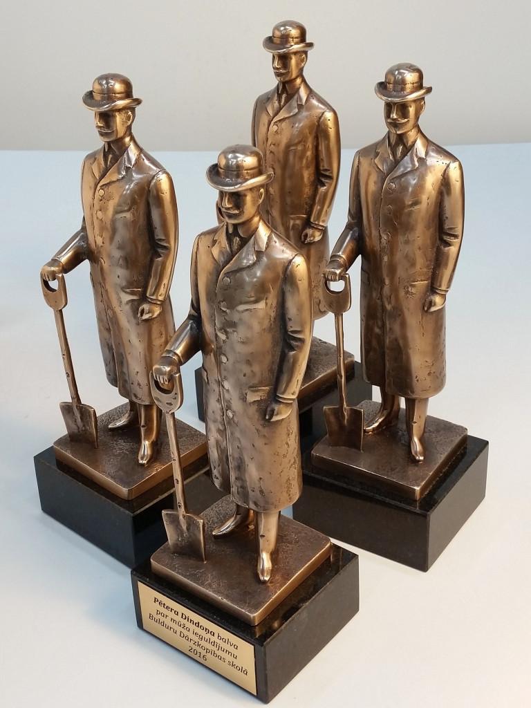 Award Pēteris Dindonis 2016 24x8x7,5 cm. Bronze, granite.