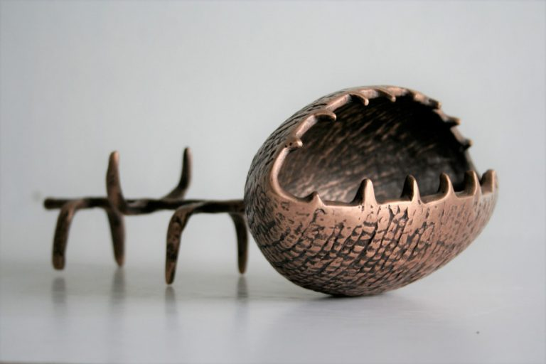 Flower, 2007 Bronze. 25x18x9 cm. Author's private collection.