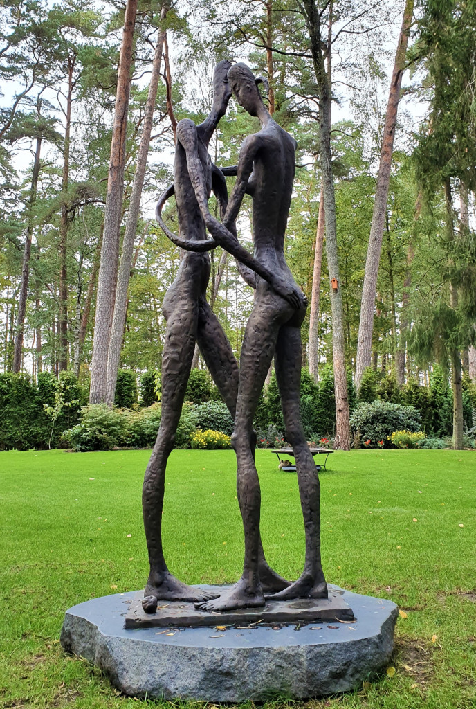 Ādams un Ieva 2019. Bronza 200 x 70 х 65 сm, Privāts pasūtījums, Jūrmalā, Latvijā