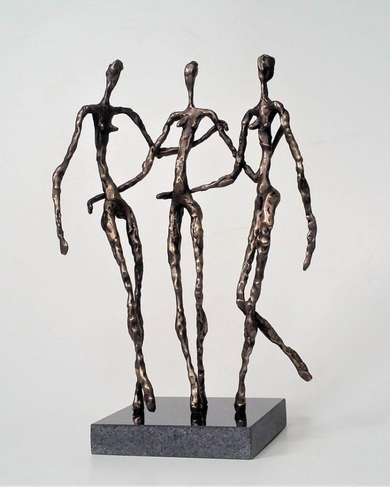 Tris grācijas. 2019. bronza, granīts, 38x25x15 cm, autores īpašums.